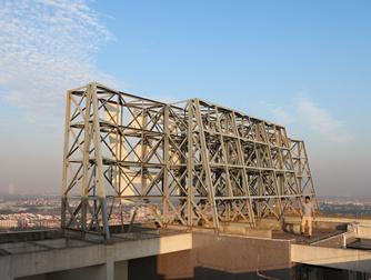 佛山万科水晶城楼顶大型发光字工程案例