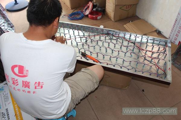 铝板冲孔发光字制作